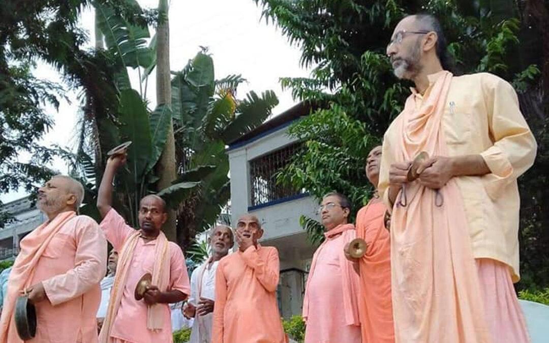 15-25 False Devotees, Singing of Astakas